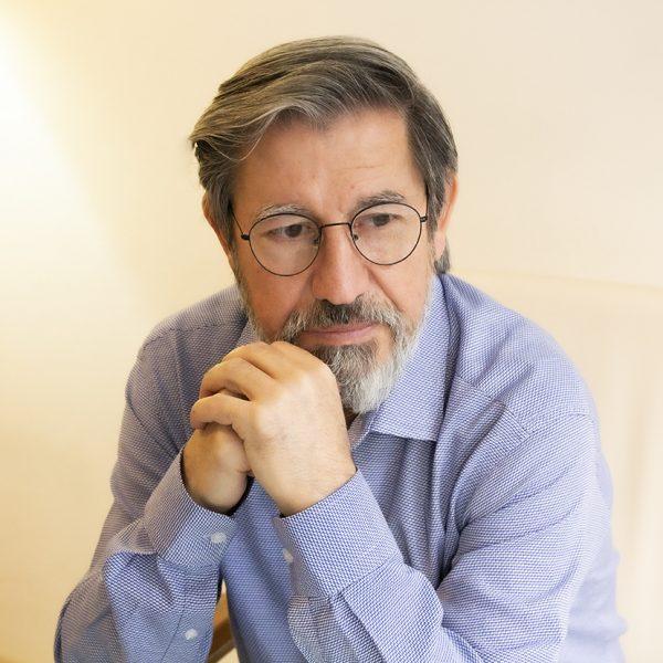 Psikoterapist ve Evlilik Danışmanı Cem Aslıtürk İzmir